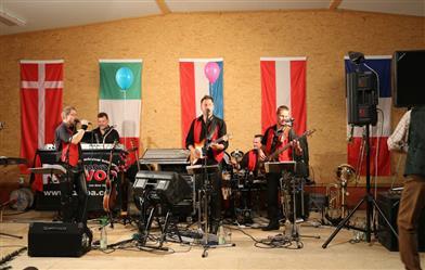 band-auf-der-Bühne