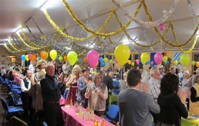 gäste-machen-party