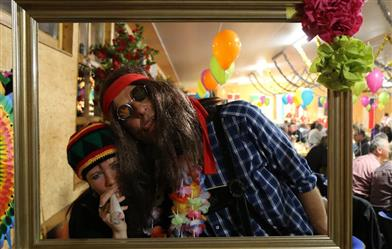 hippie-paar-am-silvesterabend
